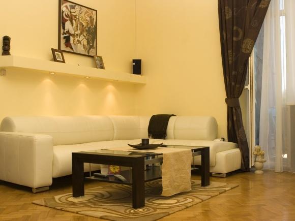 Soft interior with sofa. Photograph by Justyna Furmanczyk